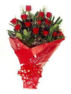 12 adet kirmizi gül buketi  Kıbrıs çiçek siparişi vermek