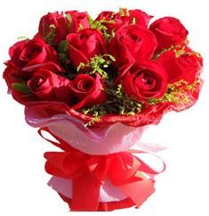 9 adet kirmizi güllerden kipkirmizi buket  Kıbrıs çiçek siparişi vermek