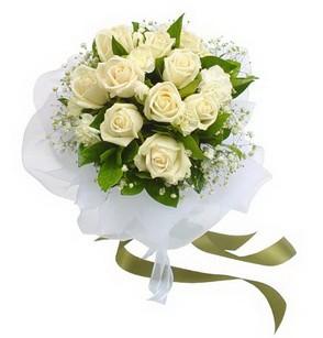 Kıbrıs İnternetten çiçek siparişi  11 adet benbeyaz güllerden buket