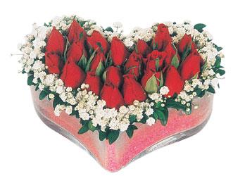 Kıbrıs çiçek , çiçekçi , çiçekçilik  mika kalpte kirmizi güller 9