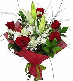 1 dal kazablanka 5 kırmızı gül buketi  Kıbrıs yurtiçi ve yurtdışı çiçek siparişi