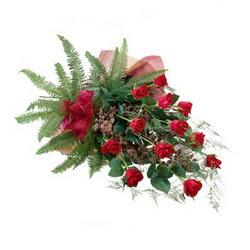 Kıbrıs cicekciler , cicek siparisi  10 adet kirmizi gül özel buket çiçek siparisi