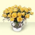 Kıbrıs çiçek , çiçekçi , çiçekçilik  11 adet sari gül cam yada mika vazo içinde