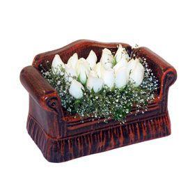 seramik içerisinde 11 gül  Kıbrıs çiçek siparişi sitesi