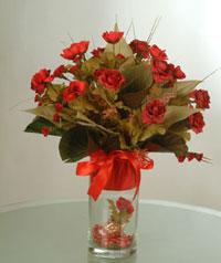 yapay güllerden vazo  9 gül  Kıbrıs anneler günü çiçek yolla