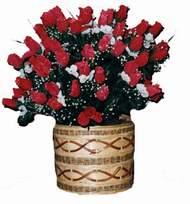 yapay kirmizi güller sepeti   Kıbrıs yurtiçi ve yurtdışı çiçek siparişi