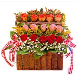 sandikta 3 kat güllerden   Kıbrıs 14 şubat sevgililer günü çiçek