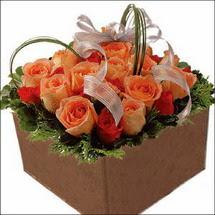 kare sandikta 11 gülllerden   Kıbrıs internetten çiçek satışı