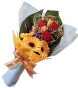 güller ve gerbera çiçekleri   Kıbrıs çiçek gönderme