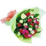 12 adet renkli gül buketi   Kıbrıs çiçek gönderme