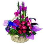 çikolata ve sepette çiçek   Kıbrıs çiçek gönderme