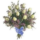 bir düzine beyaz gül buketi   Kıbrıs çiçek gönderme