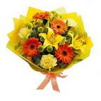 Kıbrıs hediye çiçek yolla  orta boy  buket demetlik - karisik buket anneler günü  için -