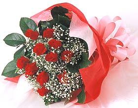 12 adet kirmizi gül buketi  Kıbrıs uluslararası çiçek gönderme