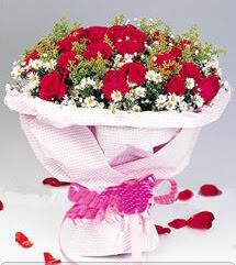 Kıbrıs internetten çiçek siparişi  12 ADET KIRMIZI GÜL BUKETI