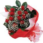 Kıbrıs internetten çiçek siparişi  KIRMIZI AMBALAJ BUKETINDE 12 ADET GÜL