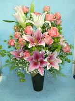 Kıbrıs internetten çiçek siparişi  cam vazo içerisinde 21 gül 1 kazablanka