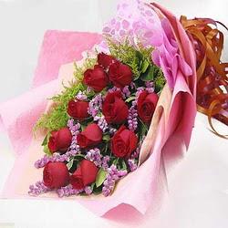 11 adet kirmizi gül ve kir çiçekleri  Kıbrıs internetten çiçek siparişi