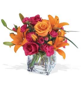 Kıbrıs güvenli kaliteli hızlı çiçek  cam içerisinde kir çiçekleri demeti