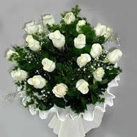 Kıbrıs çiçek siparişi sitesi  11 adet beyaz gül buketi ve bembeyaz amnbalaj