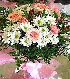 Kıbrıs çiçek siparişi sitesi  karma büyük ve gösterisli mevsim demeti