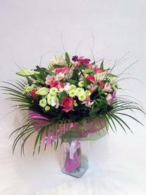 Kıbrıs çiçek siparişi sitesi  karisik mevsim buketi mevsime göre hazirlanir.