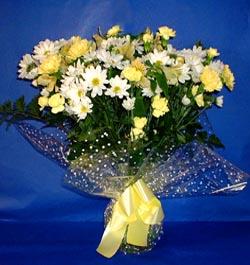 Kıbrıs çiçek siparişi sitesi  sade mevsim demeti buketi sade ve özel