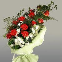 Kıbrıs çiçekçi mağazası  11 adet kirmizi gül buketi sade haldedir