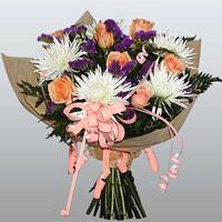 güller ve kir çiçekleri demeti   Kıbrıs çiçek siparişi vermek
