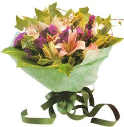 karisik mevsim buketi anneler günü ve sevilenlere  Kıbrıs internetten çiçek satışı