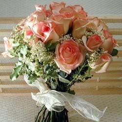 12 adet sonya gül buketi    Kıbrıs çiçek satışı