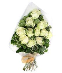 Kıbrıs İnternetten çiçek siparişi  12 li beyaz gül buketi.