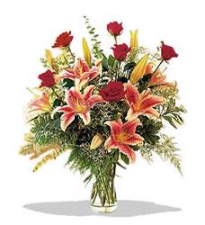 Kıbrıs kaliteli taze ve ucuz çiçekler  Pembe Lilyum ve Gül