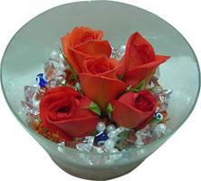 Kıbrıs hediye sevgilime hediye çiçek  5 adet gül ve cam tanzimde çiçekler