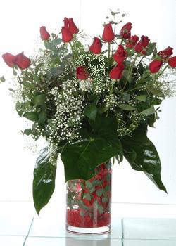 Kıbrıs online çiçekçi , çiçek siparişi  11 adet kirmizi gül ve cam yada mika vazo tanzim