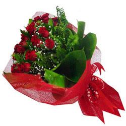 Kıbrıs yurtiçi ve yurtdışı çiçek siparişi  12 adet kirmizi essiz gül buketi - SEVENE ÖZEL