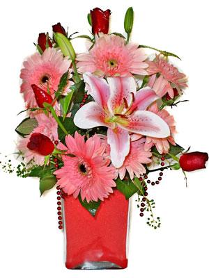 Kıbrıs uluslararası çiçek gönderme  karisik cam yada mika vazoda mevsim çiçekleri mevsim demeti