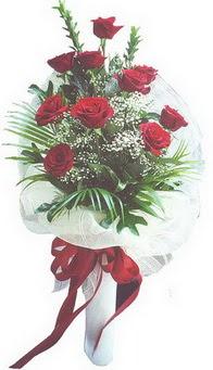 Kıbrıs çiçek siparişi sitesi  10 adet kirmizi gülden buket tanzimi özel anlara