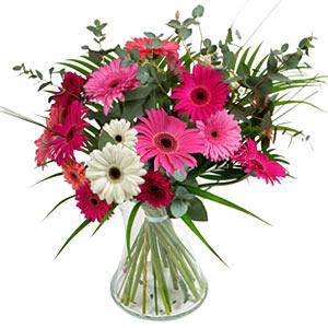 15 adet gerbera ve vazo çiçek tanzimi  Kıbrıs cicekciler , cicek siparisi