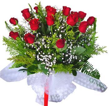 11 adet gösterisli kirmizi gül buketi  Kıbrıs internetten çiçek siparişi