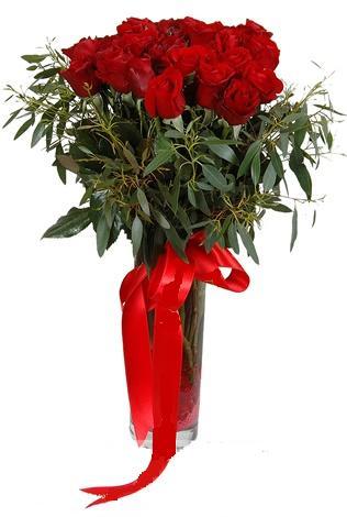 15 adet kirmizi gül cam vazo içerisinde  Kıbrıs internetten çiçek siparişi