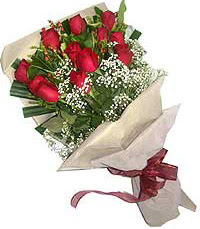 11 adet kirmizi güllerden özel buket  Kıbrıs online çiçek gönderme sipariş
