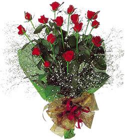 11 adet kirmizi gül buketi özel hediyelik  Kıbrıs internetten çiçek satışı