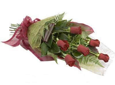 ucuz çiçek siparisi 6 adet kirmizi gül buket  Kıbrıs çiçekçiler
