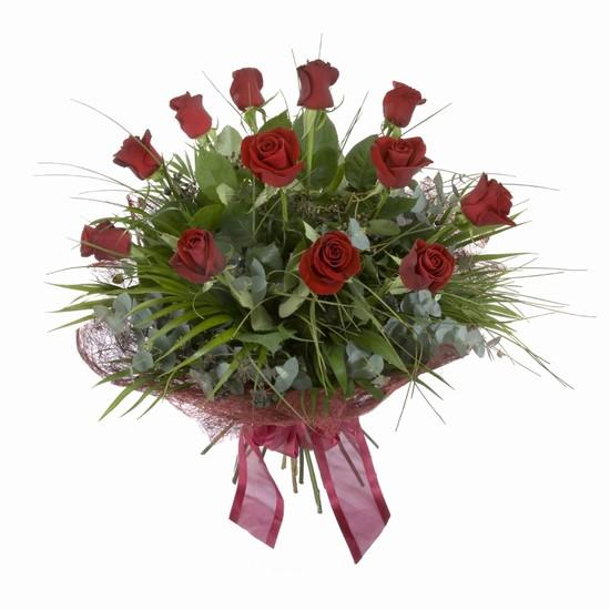 Etkileyici buket 11 adet kirmizi gül buketi  Kıbrıs internetten çiçek siparişi