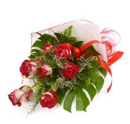 Çiçek gönder 9 adet kirmizi gül buketi  Kıbrıs cicek , cicekci