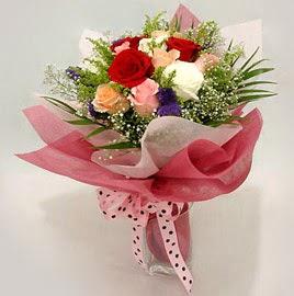 Karisik renklerde 11 adet gül buketi  Kıbrıs çiçek satışı