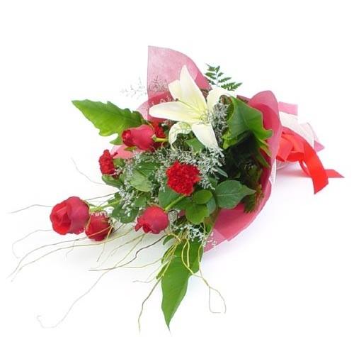 Mevsim çiçeklerinden karisik buket  Kıbrıs uluslararası çiçek gönderme