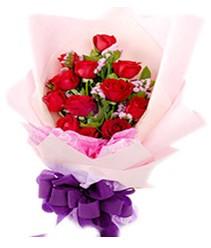 7 gülden kirmizi gül buketi sevenler alsin  Kıbrıs çiçek gönderme