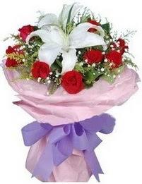 9 adet kirmizi gül 1 adet kazablanka buketi  Kıbrıs internetten çiçek satışı